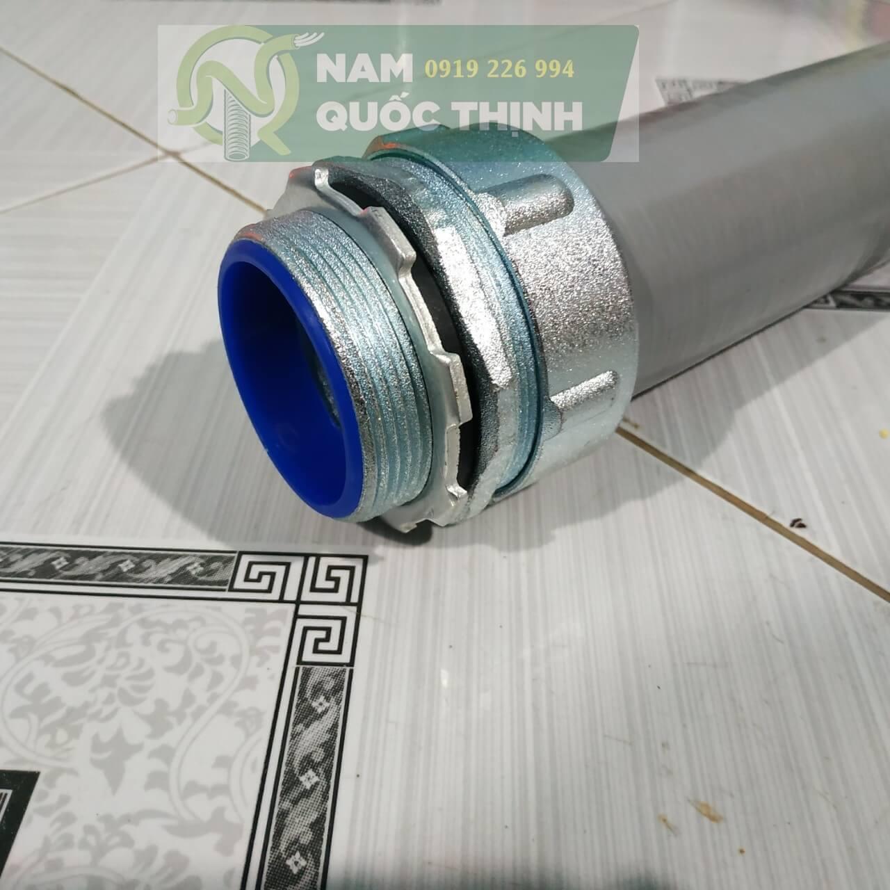 Đầu nối ống ruột gà kín nước vào box điện phi 60