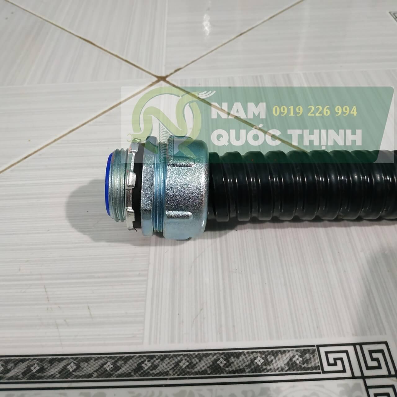 Đầu nối ống ruột gà kín nước vào box điện phi 32